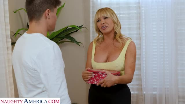 impressing Friend's Mamma With His Dick Size