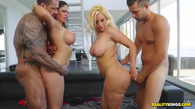 Marta La Croft and Blondie Fesser got their cunts drilled in foursome