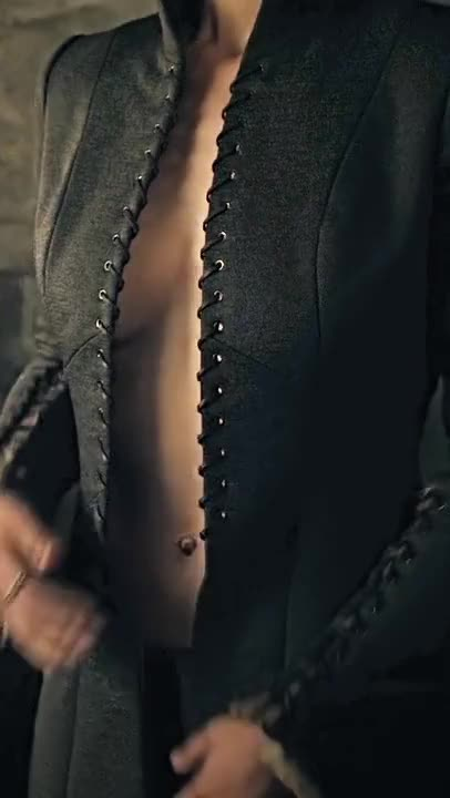 Nathalie Emmanuel undressing in Game of Thrones (BRIGHTENED, CROPPED FOR MOBILE, 2 MIC)