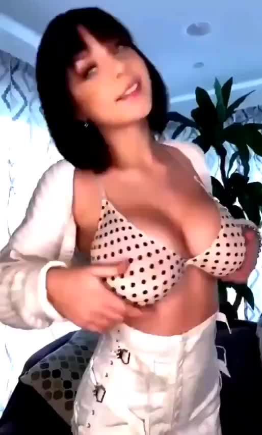 Reveal her beautiful chest pieces