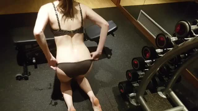 Plugged (see-through) at the gym [F]