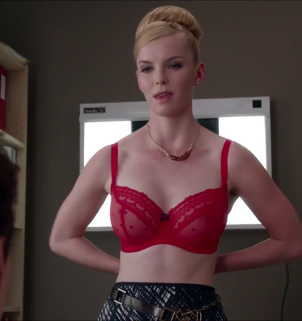 Betty Gilpin is so damn sexy