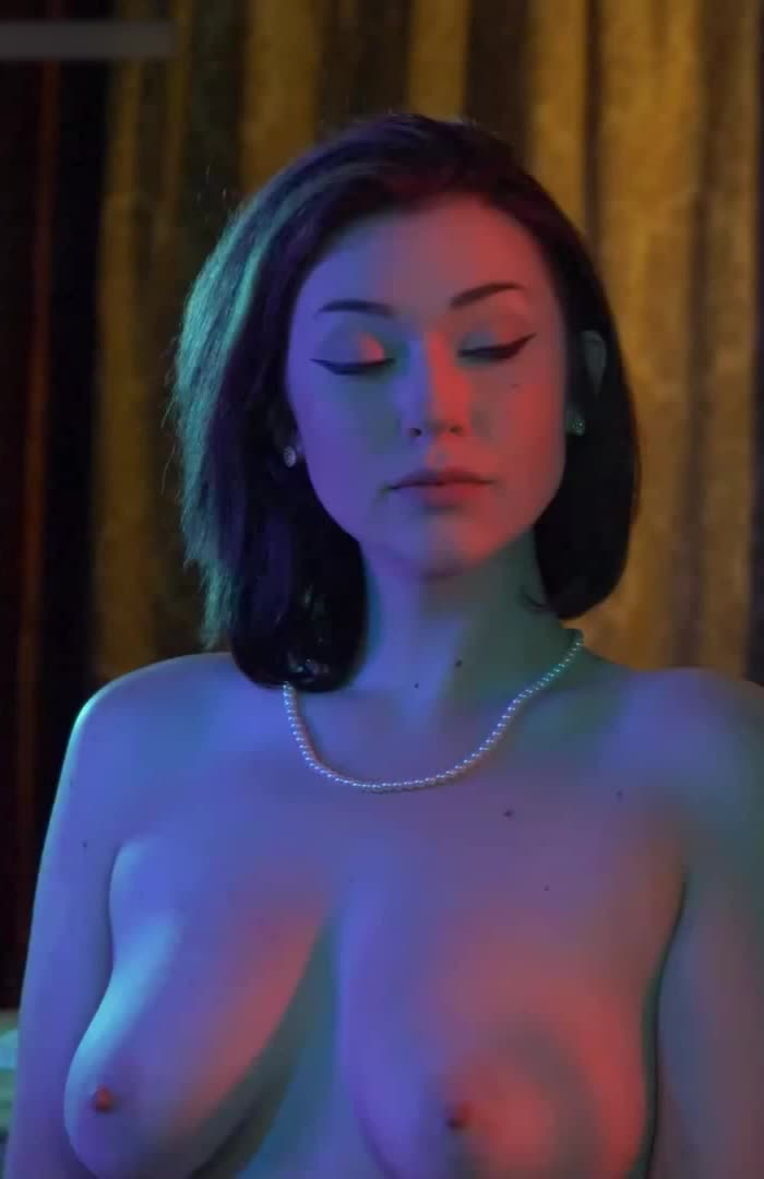 Anastasia August - Chills Down Your Spine