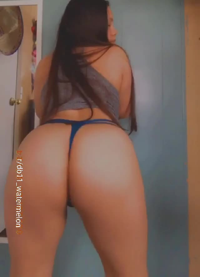 Cum on my ass while I shake them for you 💦