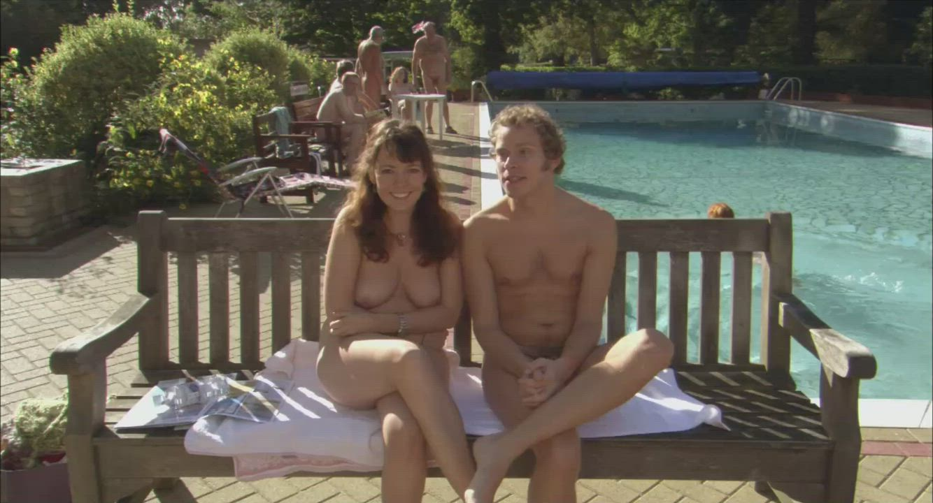 A naturist couple, Joanna & Michael (Olivia Colman & Robert Webb), intend to hold their wedding entirely naked - Confetti (UK2006) (1/2 - interview)