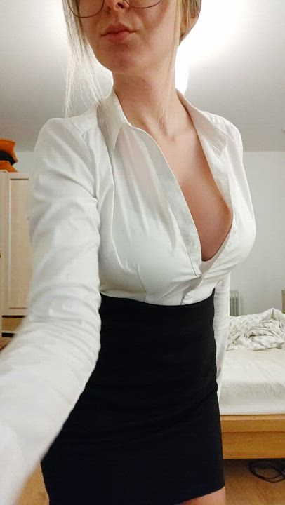 Who wants to hire me as a private tutor? I only teach naughty students and anatomy is my speciality 😜😈🇸