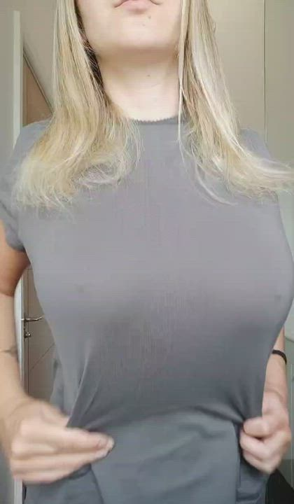 Lazy days with me would involve you pulling out and shooting a big load all over these natural tits 😈🇸🇪