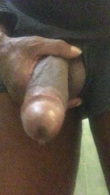 Pissing and filthy talk. I'm so nasty