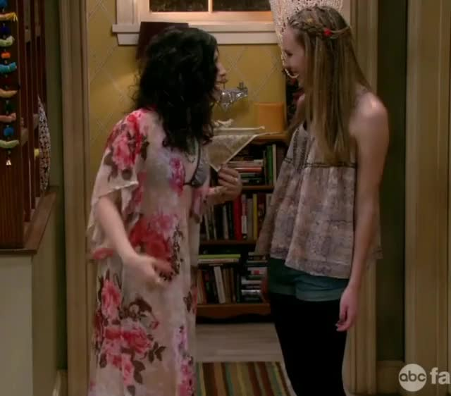 erin Sanders backplot from Melissa & Joey