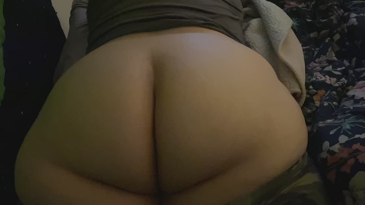 I love jiggling my big booty all the time… even in public