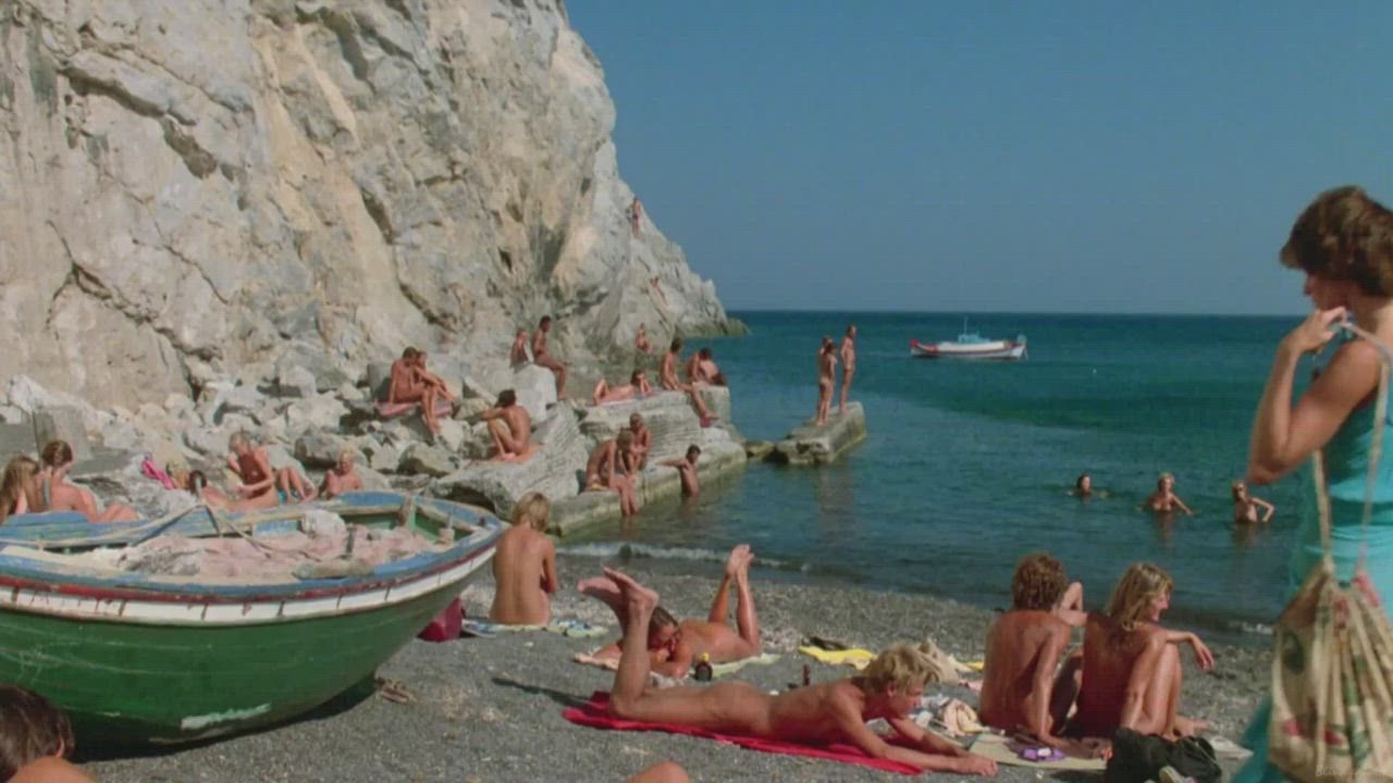 Lina & Michael arrives at this greek beach (Valérie Quennessen & Peter Gallagher - Summer Lovers (US1982)) (1/4)
