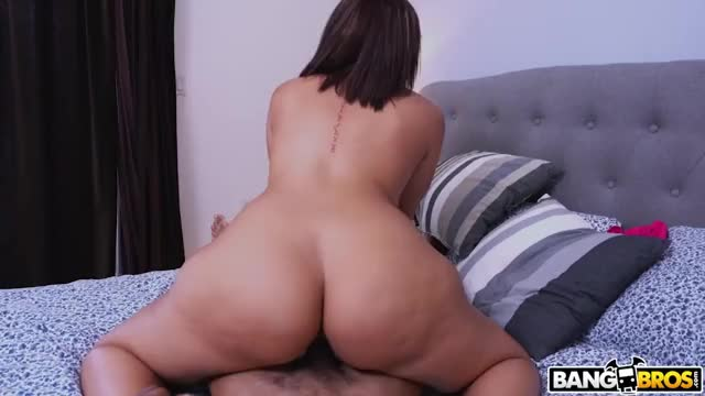 thick Lalin girl Valentina Jewels Bouncing Her Plump Booty On Weenie