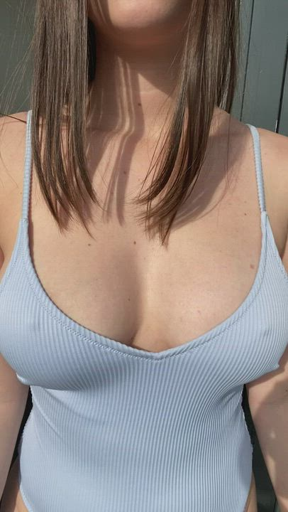My first post here. How do like my bouncing boobs?😳😏