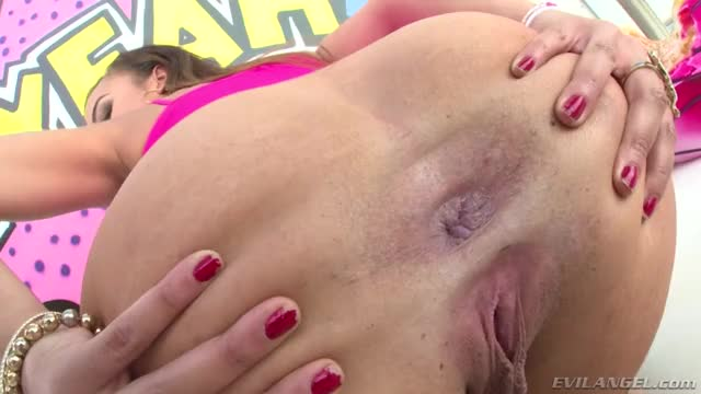 this babe Love To Gape Her Arse - Jamie Marleigh