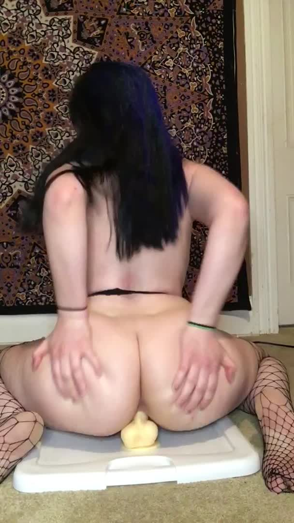 I love riding my 7inch cock 😍