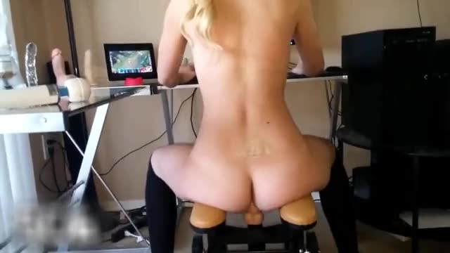 twitch Streamer Rides Sex-toy During the time that Playing League Of Legends!