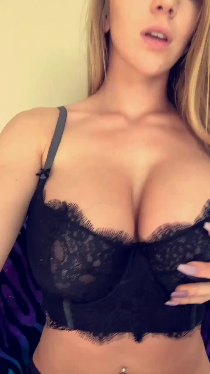 Kendra Sunderland Playing with her boobs MIC