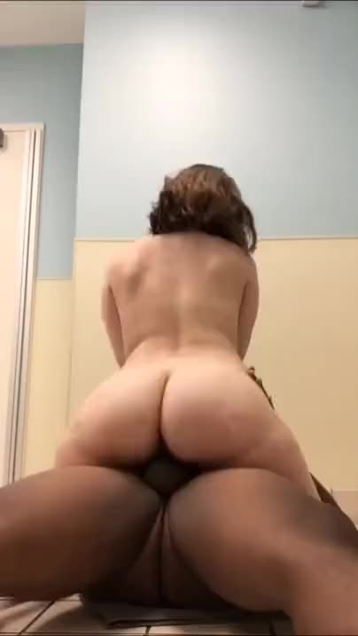 pawg twerking and riding on the dick like a pro