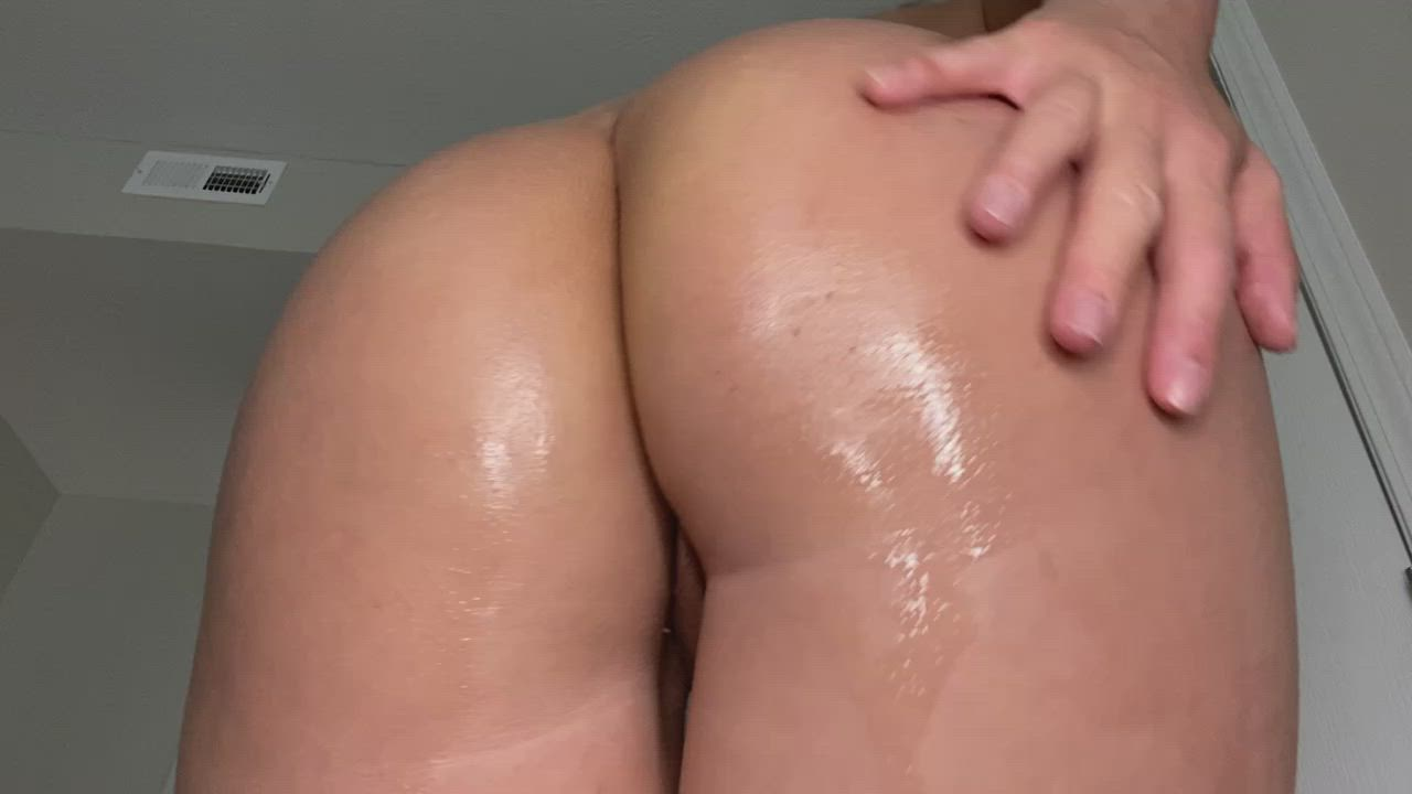 Oiled and shiny Korean ass is the best