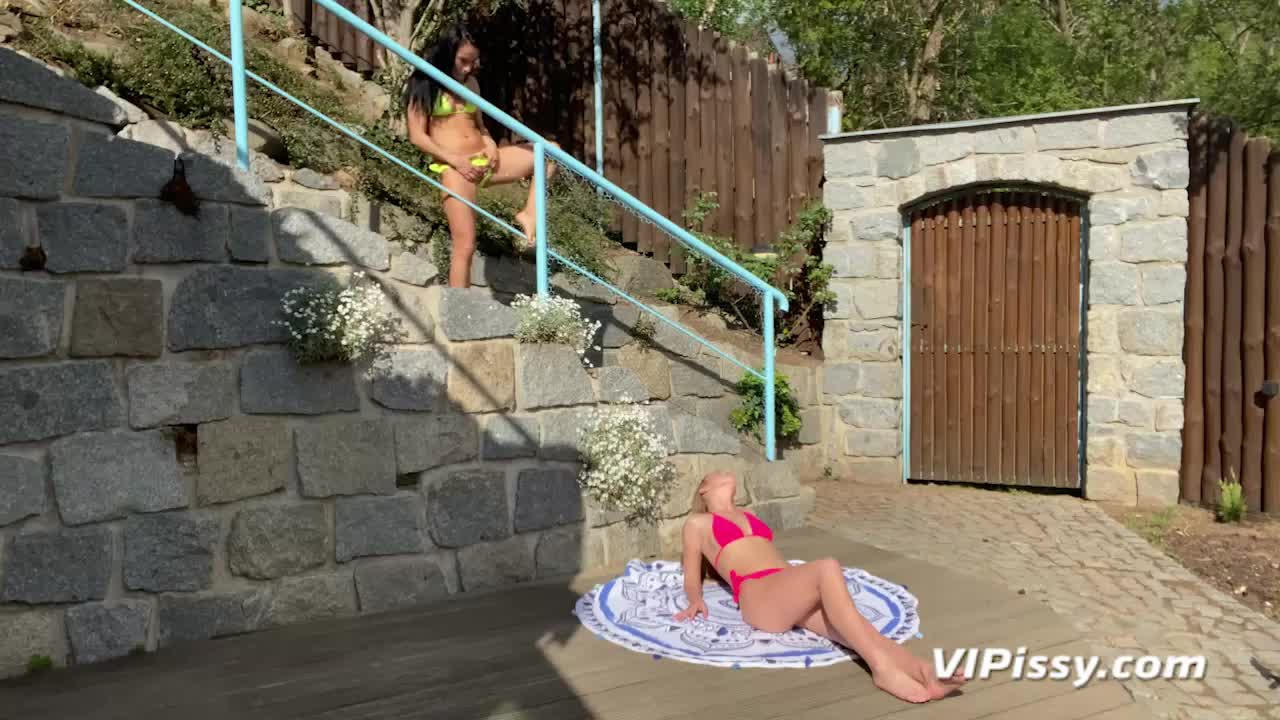 Best friends Lexi Dona & Alexis Crystal cover each other with golden showers