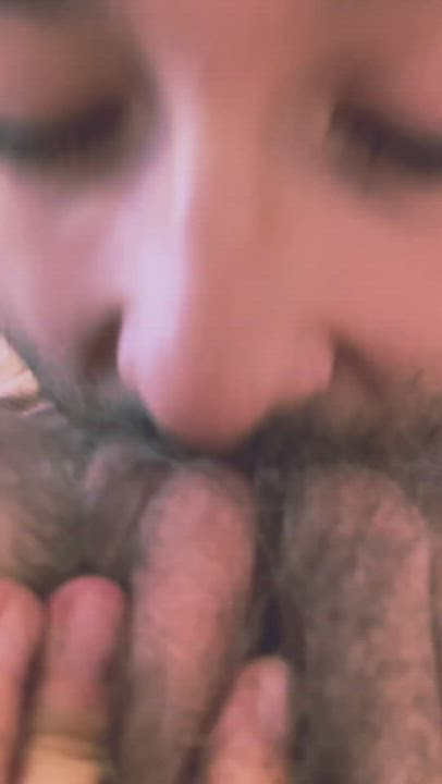 I love this close-up of my hairy pussy being eaten 😍 He eats me like no one else 💦