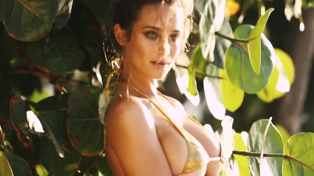 Hannah Davis...Derek Jeter is one lucky son of a bitch