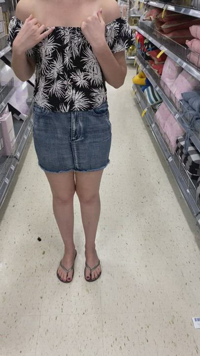 I hear there's some titties in aisle 3 [GIF]