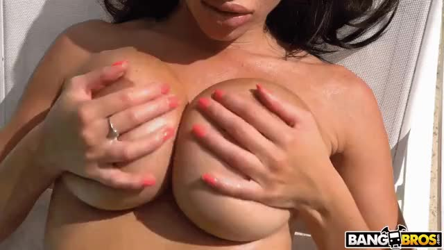 victoria June massages her huge mambos
