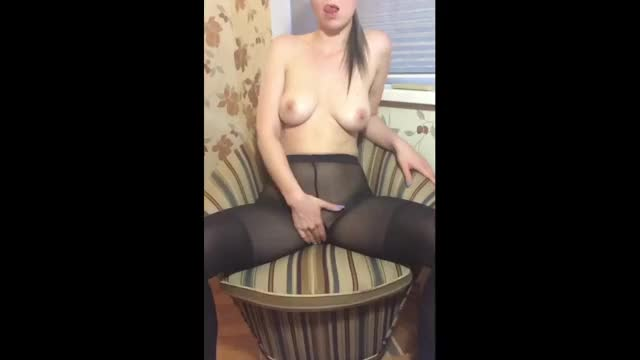 Rubbing my pussy in pantyhose [f]