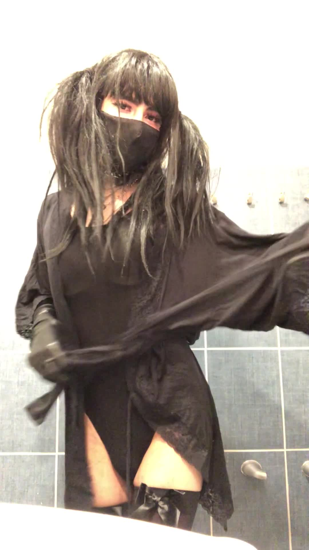 I just wanna be at the club turning on straight guys and sucking cock.🥺