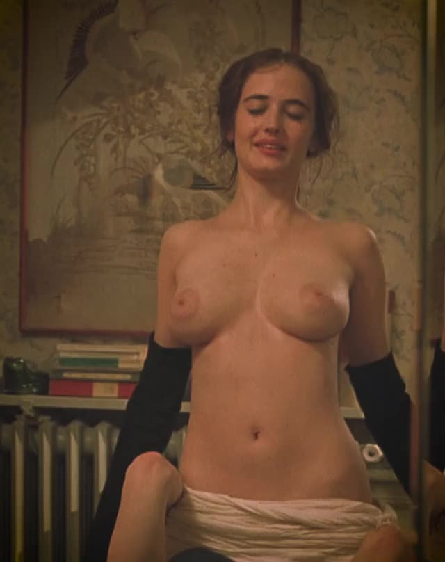 Eva Green's puffy plots in 'The Dreamers'