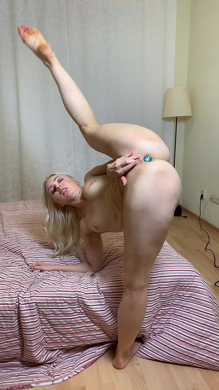 I like to masturbate in this position, it makes me super horny