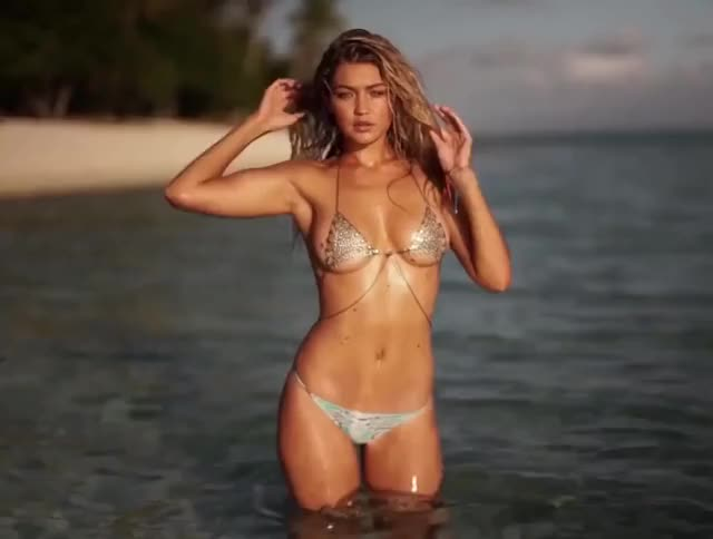 it is gonna be lengthy night boyz! Gigi Hadid looks tasty!
