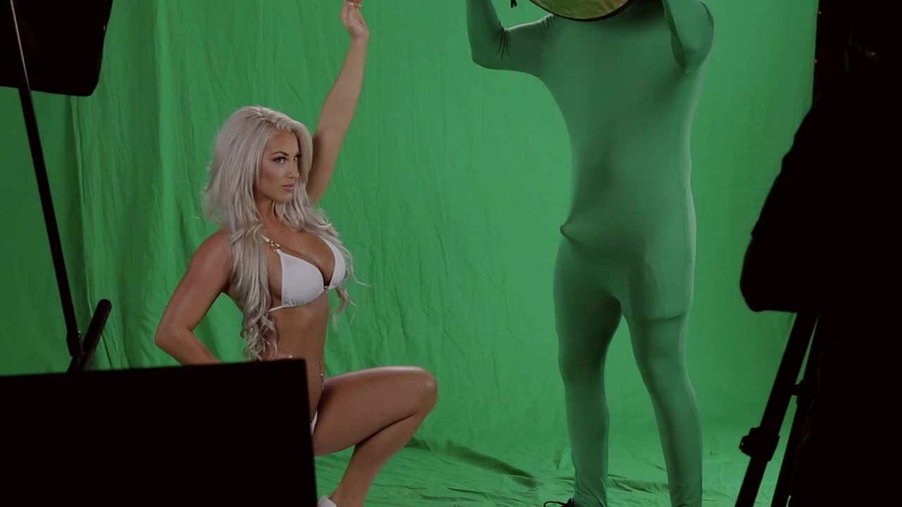 Laci Kay Somers Makes The Assistant Photographer Hard