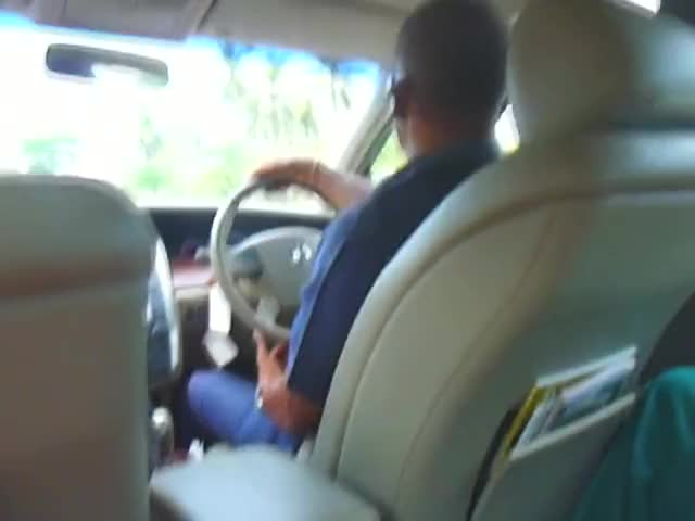 sneaky blow job in the backseat of a taxi