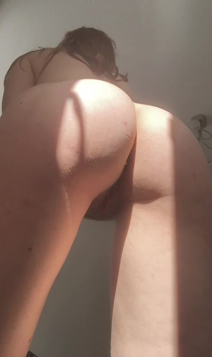 Here's my blonde, fluffy puss for you to enjoy 😽 22