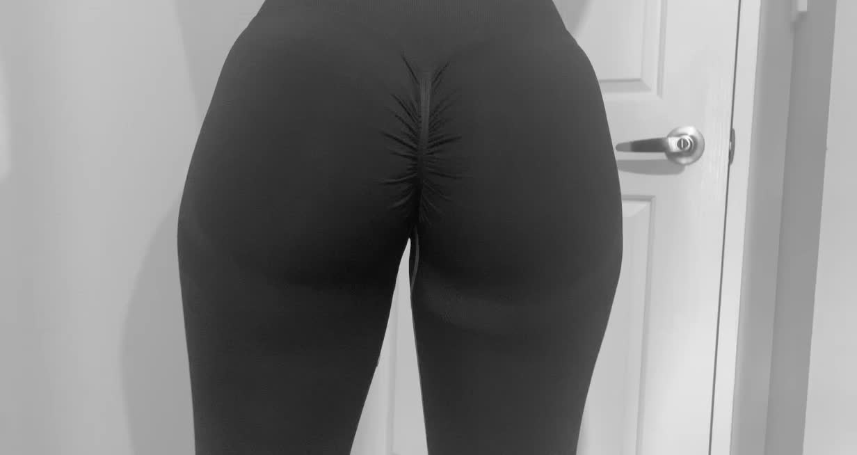 She Got New Leggings & I Had To Show You 🍑