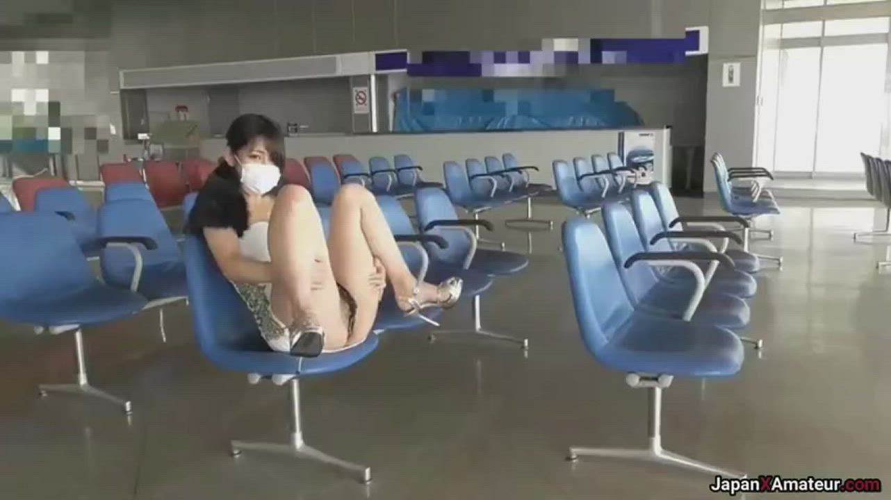 Amateur Japanese Girl Getting Fucked At A Bus Terminal