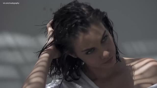 wet Lauren Cohan is the superlatively good