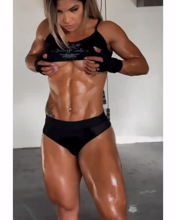 I would like to lick every drop of sweat from her body