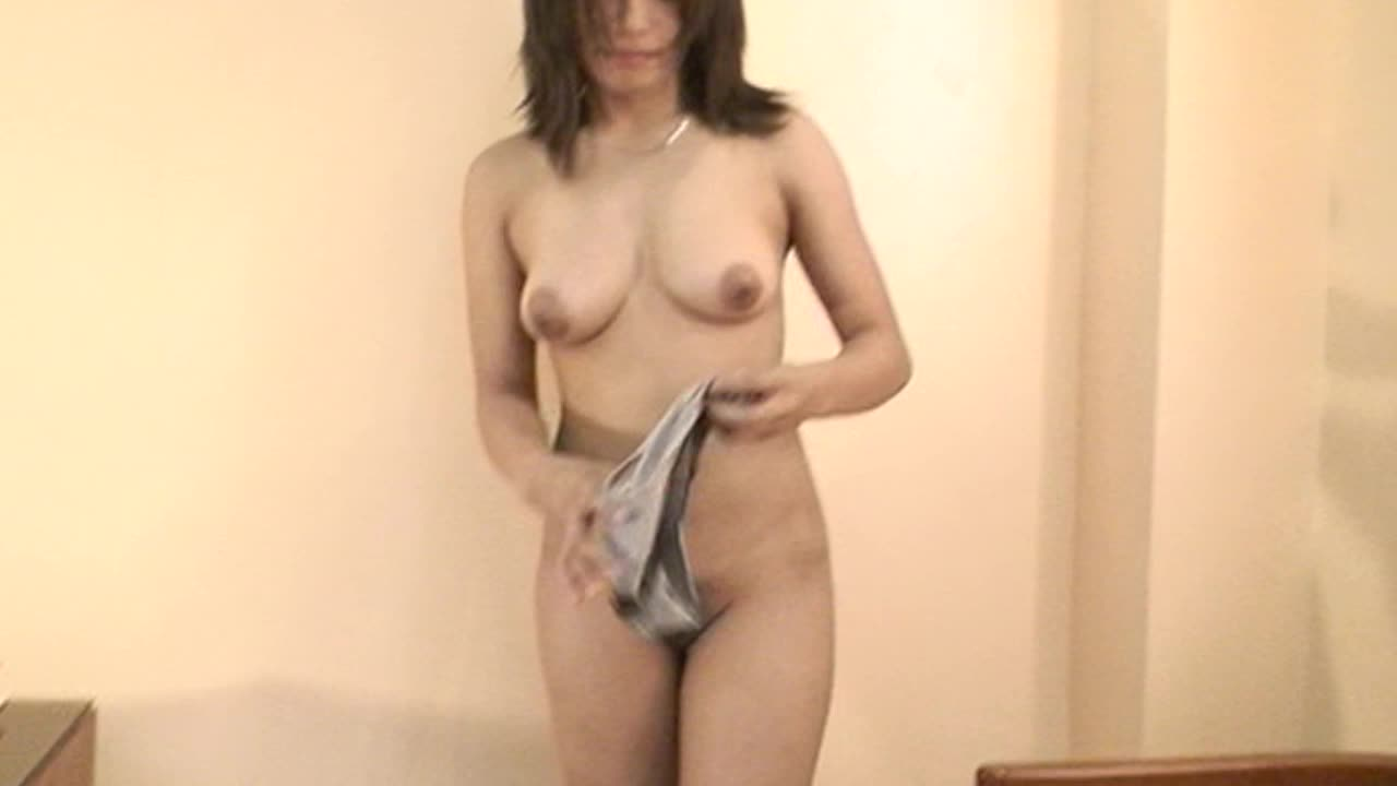 Asian girl wants you to see her filipina pussy on webcam