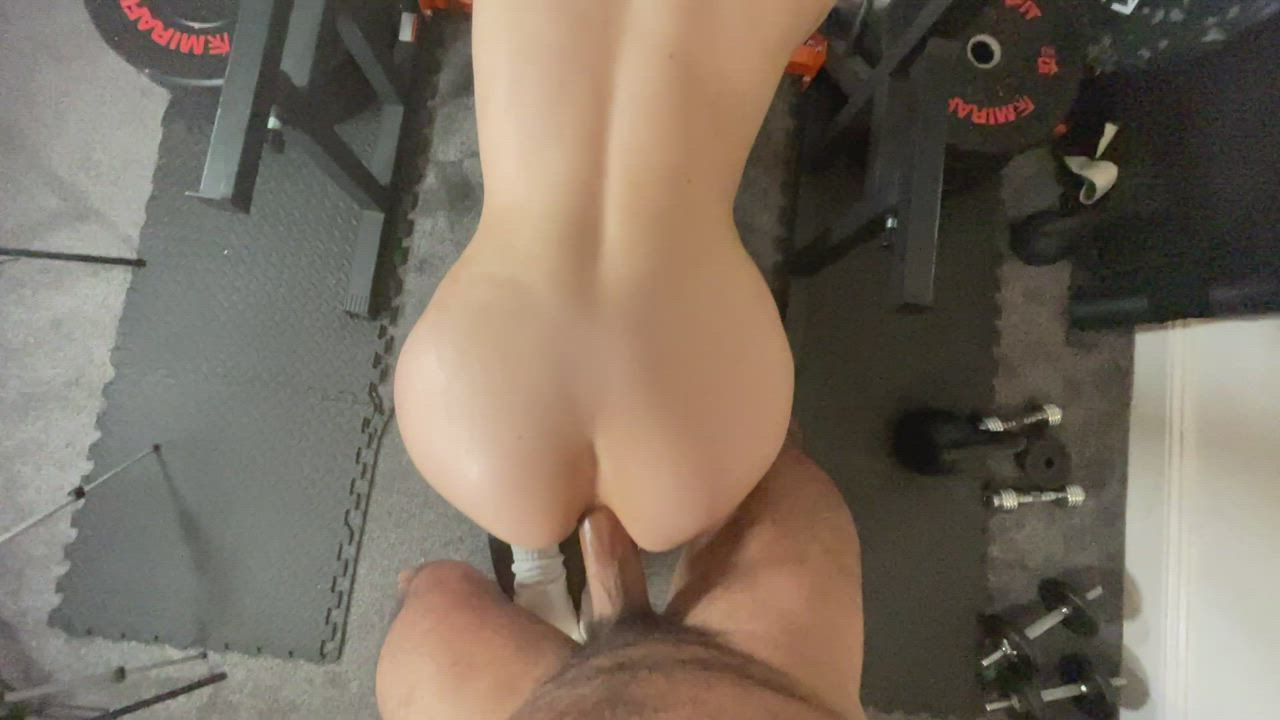 stretching her asshole