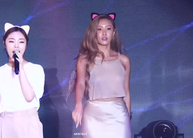 hwasa goes braless anew in a live performance