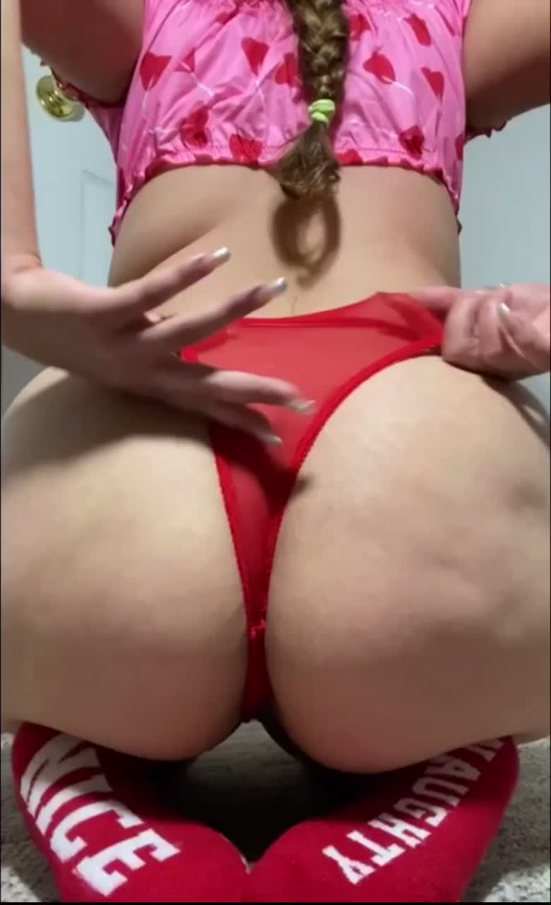 Latina with booty twerking for christmas 🍑🎄