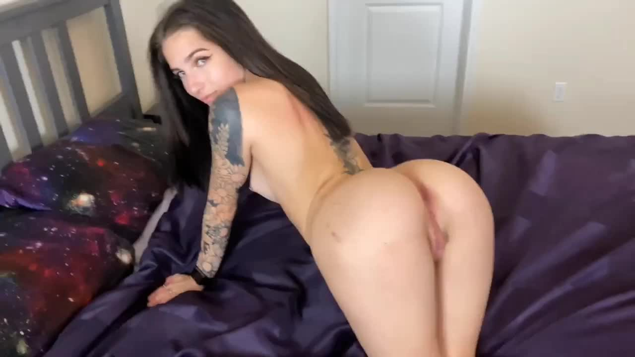 I came to visit my neighbor and fucked her