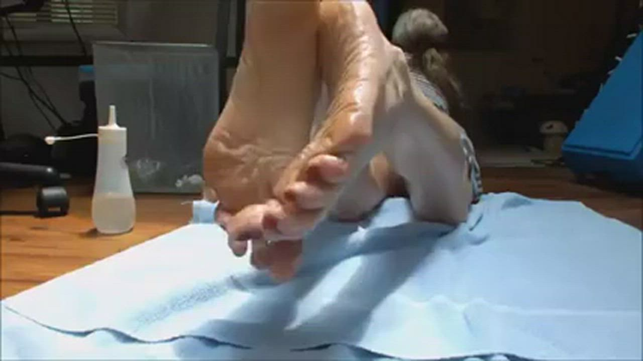 Try to hold yourself against those sexy soles