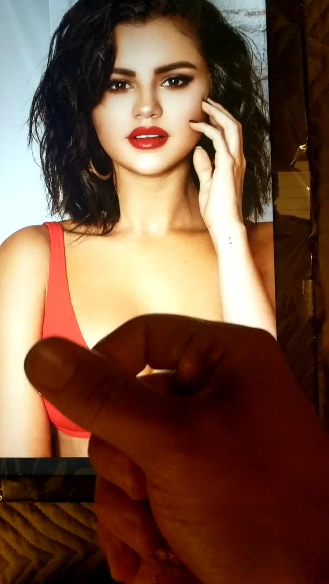 Thick load for Selena Gomez