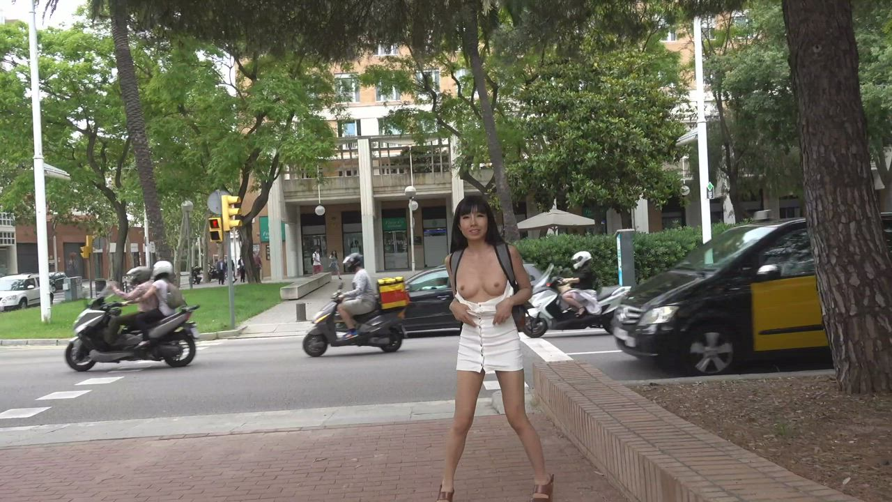 Flashing my tits and pussy in public ;)