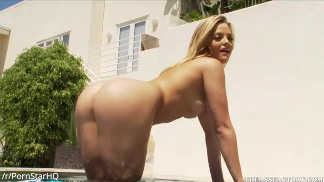 alexis Texas - Hosed down previous to taking the dick
