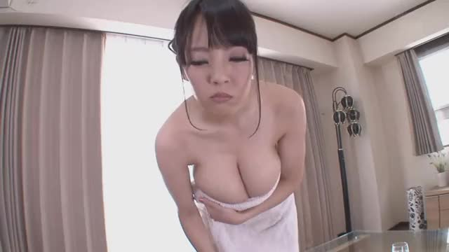 hitomi Drops Her Towel